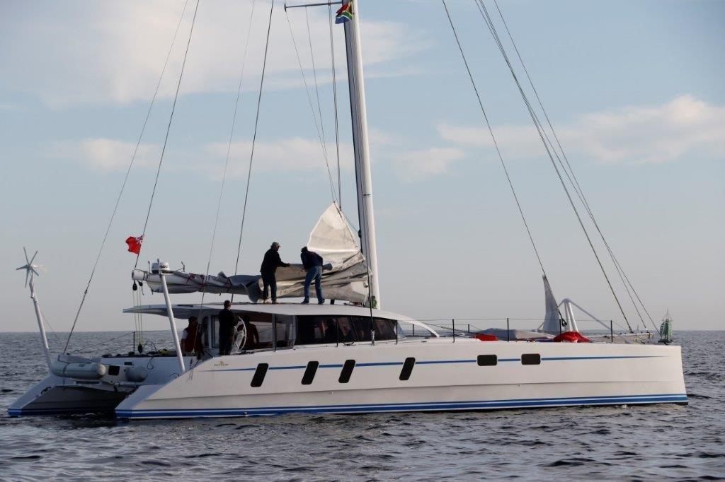 M60_carbon_performance-catamaran (1)