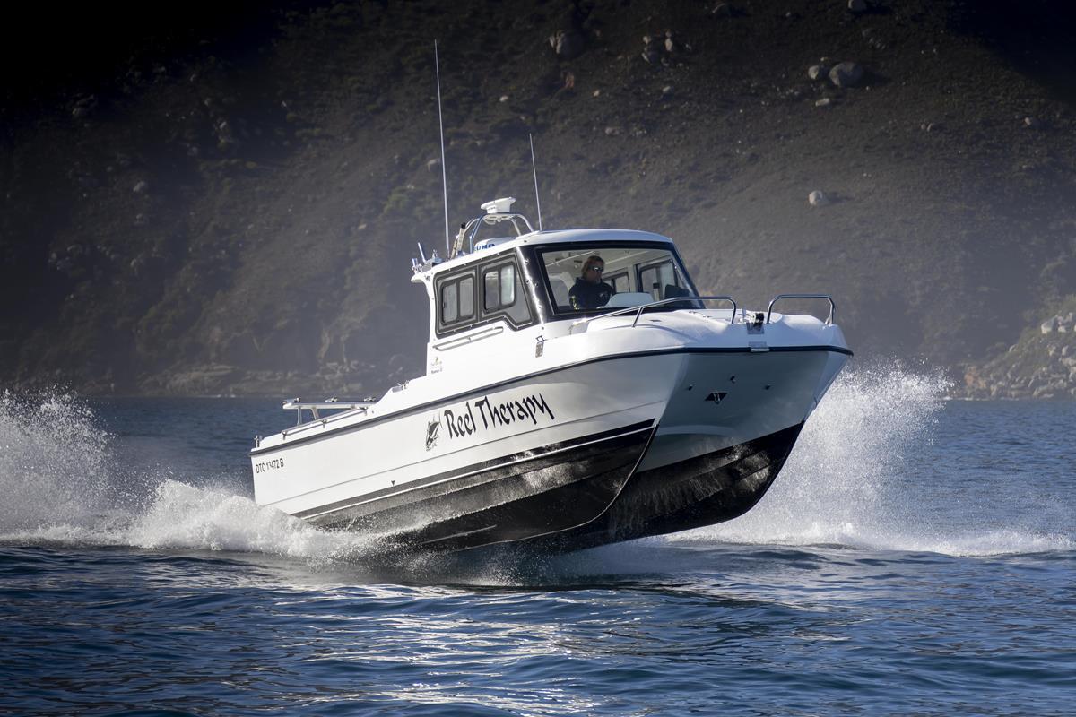 Magnum 32 Power Catamaran Walkaround Model